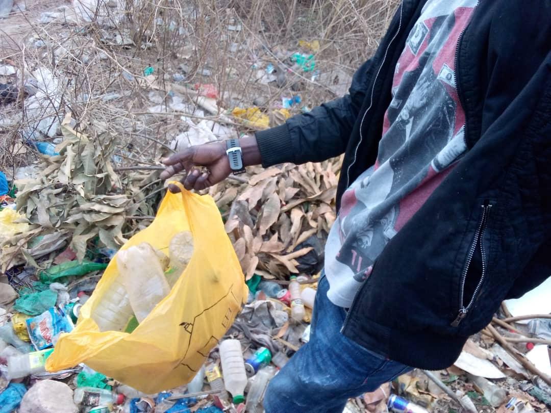 10P.Čistíme Senegal od odpadků, vyklízíme skládky, sbíráme odpadky