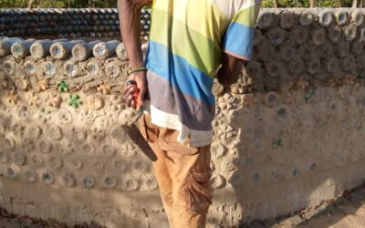 Těsně po uzavřením hranic v Senegalu nám hlavní mistr stavitel zůstal v Gambii